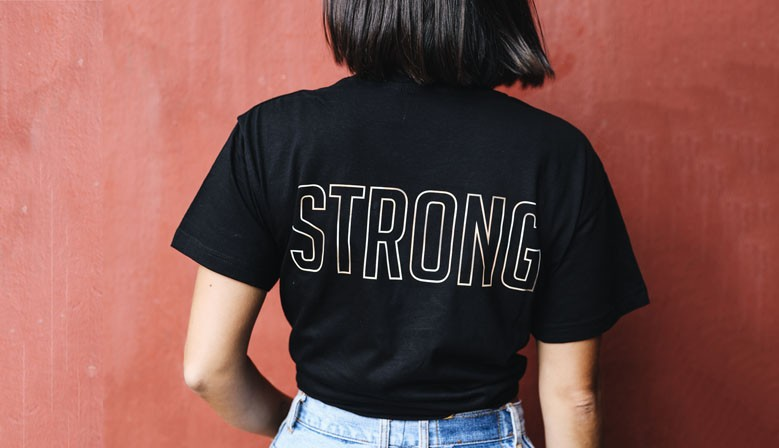 "T-Shirt & Hoodie ""Strong"""